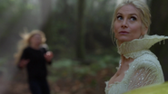 4x08 Emma Swan Ingrid Reine des Glaces attaque forêt voiture jaune
