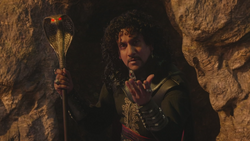 W1x01 Jafar main bâton serpent magie souvenir flash-back survie sauvetage Cyrus