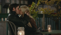 3x22 Killian Jones Capitaine Crochet Emma Swan Café Mère-Grand baiser