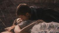 2x01 Aurore Prince Philippe baiser Véritable Amour Charme du Sommeil