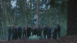 3x16 Neal Cassidy Baelfire enterrement proches Storybrooke Enfants Perdus.png