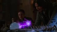 7x21 Henry regarde Regina Roni pratique magie sortir boule sauver neige