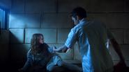 1x22 Belle French Jefferson aide cellule chambre sous-sol hôpital de Storybrooke service asile psychiatrique libération