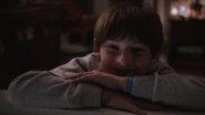 1x01 Henry Mills sourit chambre nuit