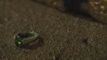 3x21 bague anneau alliance bijou de Ruth pierre précieuse verte peridot.png