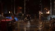 5x12 Hadès salon garçonnière repaire souterrain fauteuil trône siège servante pédicure table de billard contrebasse horloge torches