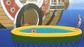 Luffy, Brook et Nami dans une petite piscine extérieur du Sunny.png
