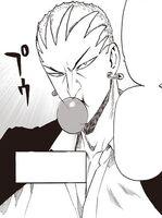 Needlestar mâchant un chewing-gum
