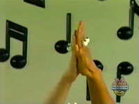 Oobi-shorts-Clap-Hands-opening