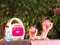 Oobi-shorts-Tea-Uma-and-Oobi-dancing