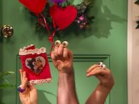 Oobi-Valentine-Grampu-reading-the-card