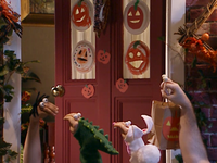 Oobi-Halloween-talking-to-Papu