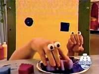 Oobi-shorts-Paint-Shapes-butterfly-sponge