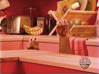 Oobi-shorts-Popcorn-Oobi's-turn