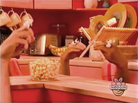 Oobi-shorts-Popcorn-snack-time