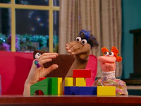 Oobi-Babysitter-Uma's-blocks