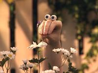 Oobi-Play-Ball-Uma-picking-flowers