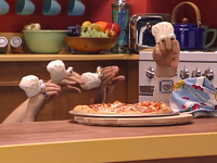 Oobi-Make-Pizza-the-finished-pizza