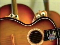 Oobi-shorts-Guitar-close-up