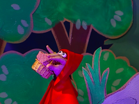 Oobi-Theater-Uma-in-the-woods