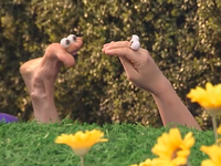 Oobi-New-Friend-playing-in-the-field