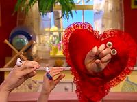 Oobi-Valentine-Grampu-pops-out