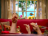 Oobi-Valentine-talking-to-Grampu