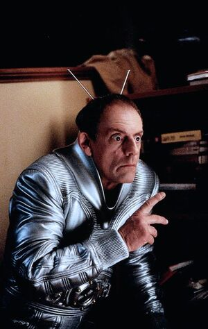 My-Favorite-Martian-christopher-lloyd-30459573-486-768.jpg