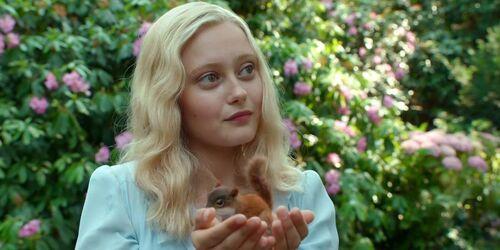 Miss-peregrine-s-home-for-peculiar-children-Emma-Bloom-Ella-Purnell.jpg