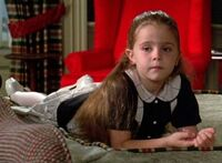 Mae-Whitman-in-Independence-Day