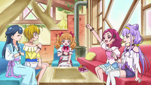 Hugtto girls chatting