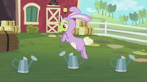 Granny Smith hopping S02E12
