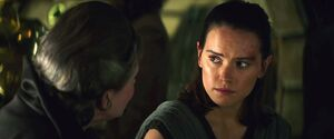 Leia comforts Rey
