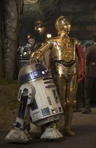 R2-D2 C3PO The Force Awakens
