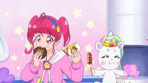STPC42 Hikaru and Fuwa muncing on their food