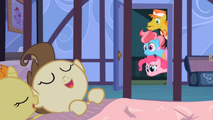 Pinkie Pie, Mr. and Mrs. Cake Look at Sleeping Twins