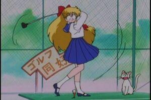 Mina Aino golf swinging