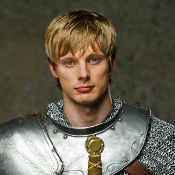 Arthur-season2-promo-arthur-pendragon-28780295-333-500.jpg