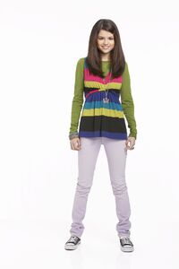 Alex-wizards-of-waverly-place-15249662-1707-2560