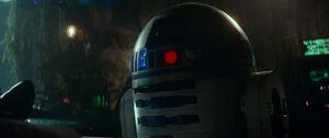 R2 witnesses Leia's death