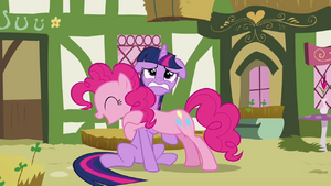Twilight struggling under Pinkie S3E3