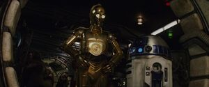 C-3PO and R2-D2 TLJ