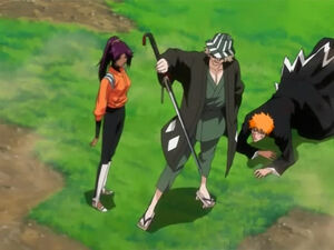 Kisuke protects Ichigo