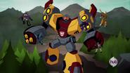 Omega Supreme face Megatron's henchmen