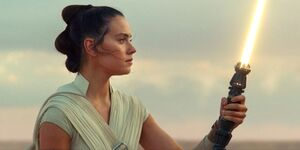 Rise-Skywalker-Rey-Yellow-Lightsaber