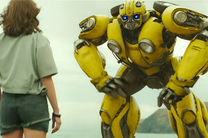 First-bumblebee-spin-off-trailer-0
