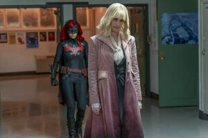Batwoman sneaks up on Alice