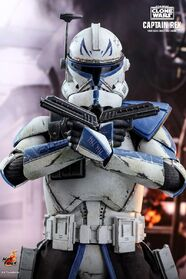 Https hypebeast.com image 2020 05 hot-toys-celebrates-the-end-of-star-wars-the-clone-wars-with-1-6th-captain-rex-figure-004