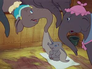 Dumbo-disneyscreencaps.com-1111