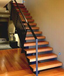 1escalier-moderne-modele-escalier-à-marches-en-bois-balustrade-métallique-escalier-droit-e1470224127648.jpg